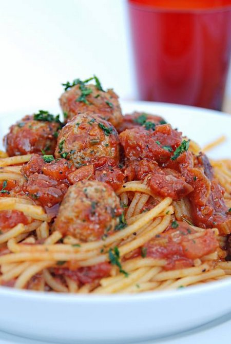 Corn Spaghetti with Lamb, Garlic and Parsley Meatballs