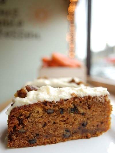 Carrot cake with vanilla-scented icing
